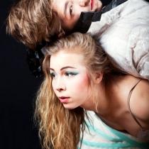 Ljuba (Irina Nuutinen) ja Trofimov (Joel Härkönen)