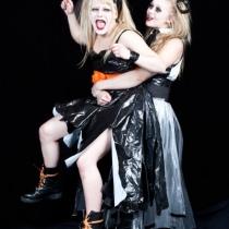 Anja (Aliina Tella) ja Varja (Milla Kuikka)