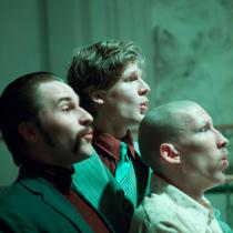 Teatteri II:n pääproduktio Kolme sisarta marraskuussa 2016. Kuvassa Jalmari Savolainen, Julius Leppänen ja Eero Leichner.