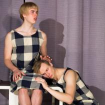 Teatteri II:n pääproduktio Kolme sisarta marraskuussa 2016. Kuvassa Mikko Laine, Otto Rokka ja Ville Hilska.