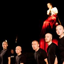 Teatteri II:n pääproduktio Peer marraskuussa 2013.