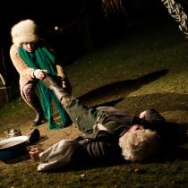 Teatteri II:n pääproduktio Äidin oma poika, Raskolnikov marraskuussa 2014. Kuvassa Vilhelmiina Virkkunen ja Ola Blick.