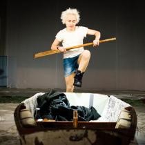 Teatteri II:n Äidin oma poika, Raskolnikov marraskuussa 2014. Kuvassa Anni Kekki.