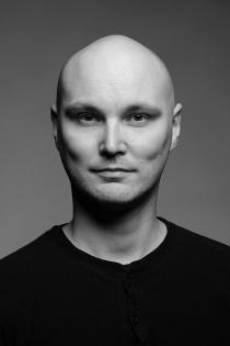 Näyttelijäntyön opettaja Aleksi Lavaste