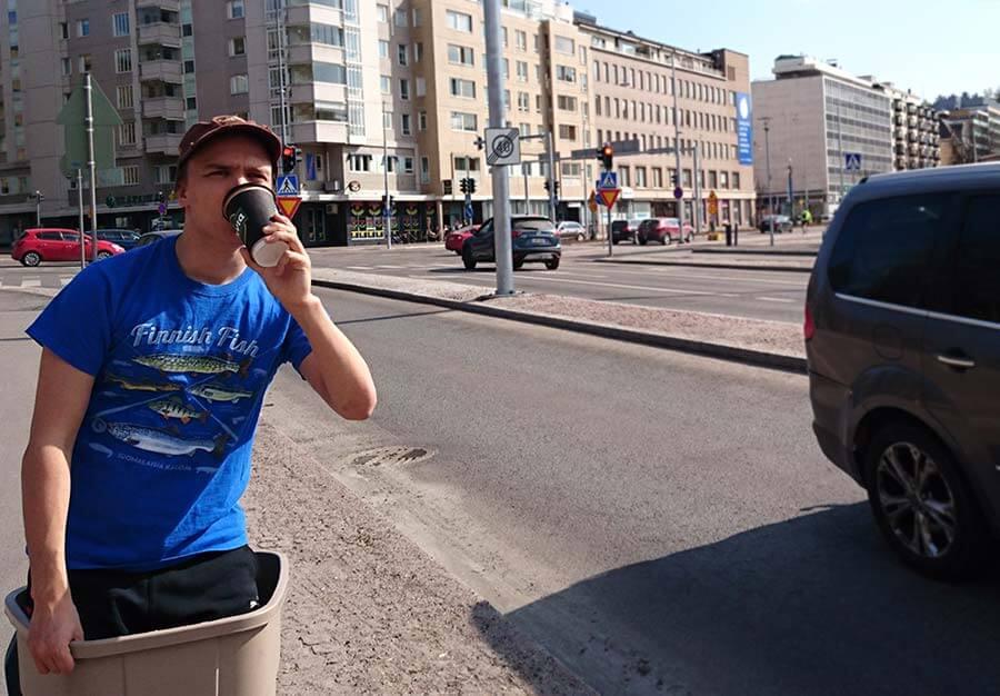 Leipäteatterin Kasperi Hulkkonen saapuu esitysvierailulle Lahteen