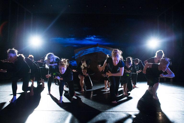 Teatterilinjan näytelmä Kolme muskettisoturia Lahden kansanopiston teatterissa