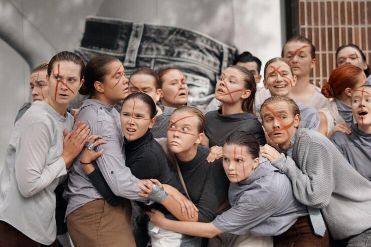 Teatteri I:n opiskelijat Lahti Fringe -tapahtumassa kaupungin keskustassa